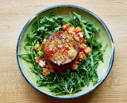 Vedschi Kochstudio mit Ben - Aubergine trifft auf No.04 Burgerpatty vegan